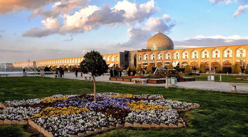 isfahan travel guide map - nagsh-e-jahan square